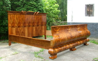 Art Deco walnut double sleigh bed. Superking size.